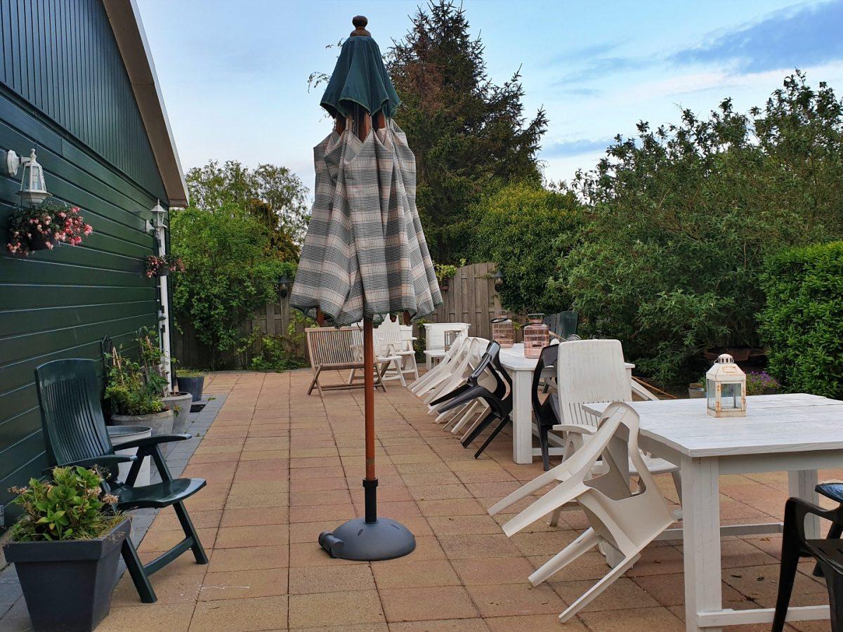 achtertuin terrasje vakantiehuis bedandbreakfast hotel lanormande-09