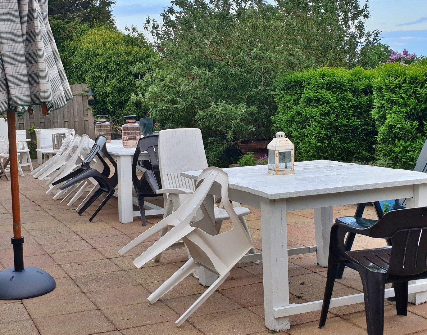achtertuin terrasje vakantiehuis bedandbreakfast hotel lanormande-10