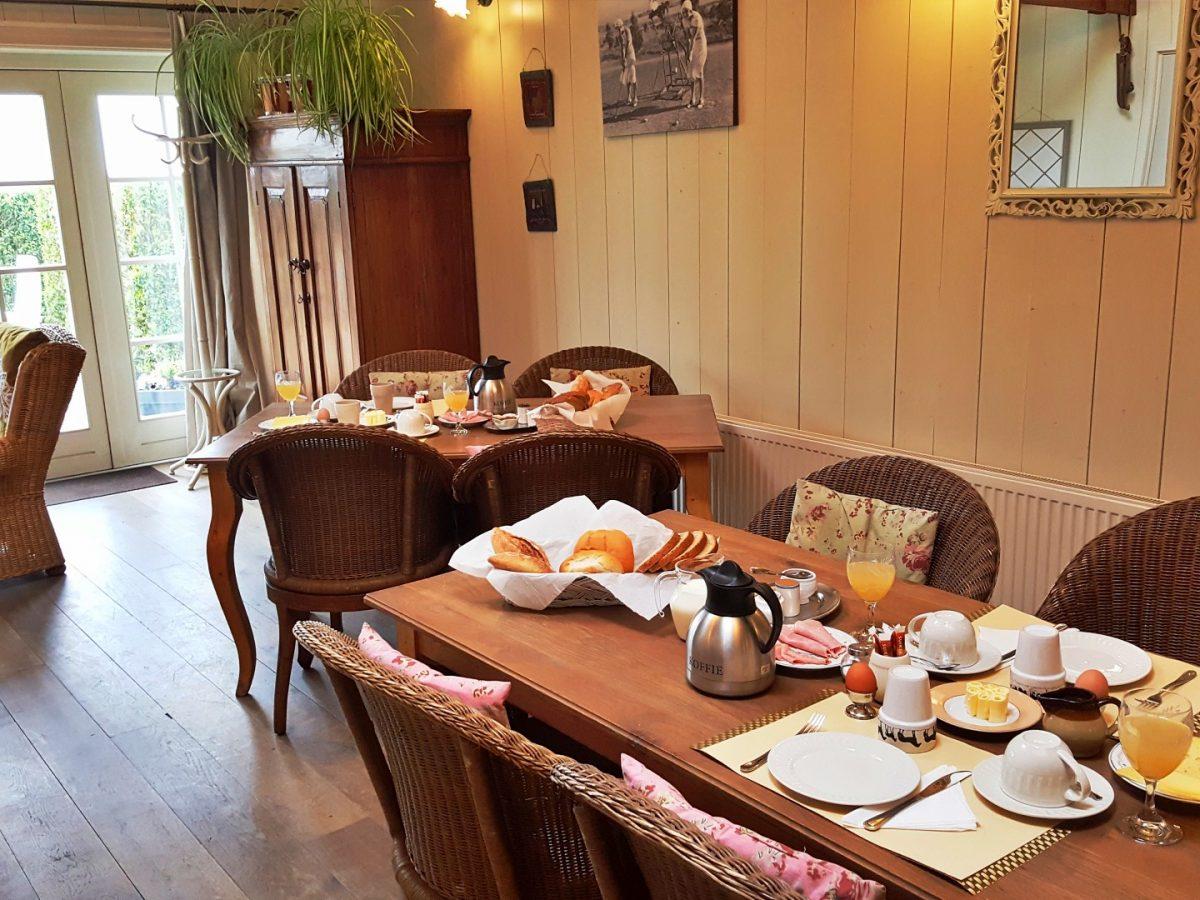 breakfast at hotellanormande westwoud overnachten01