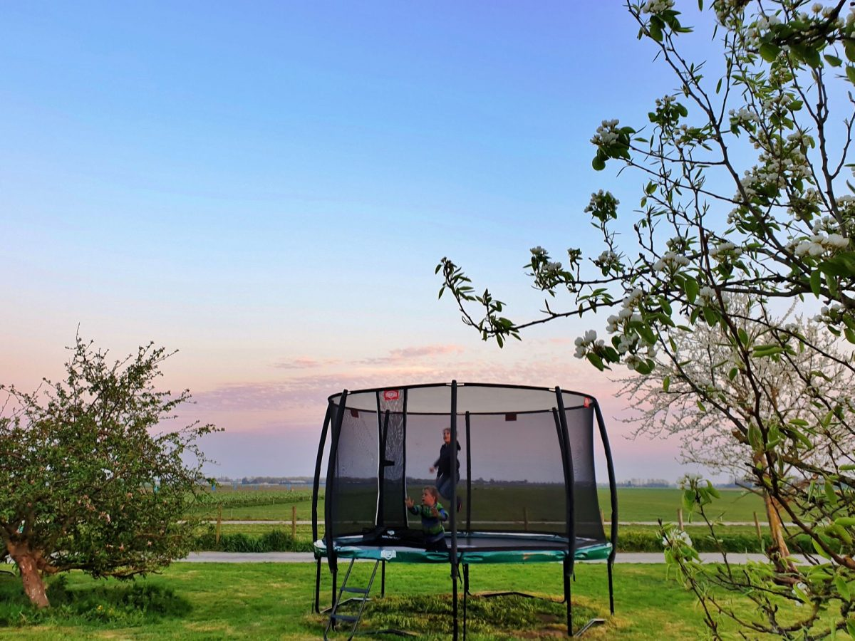 trampoline speeltuin vakantie bed and breakfast hoorn lanormande-01