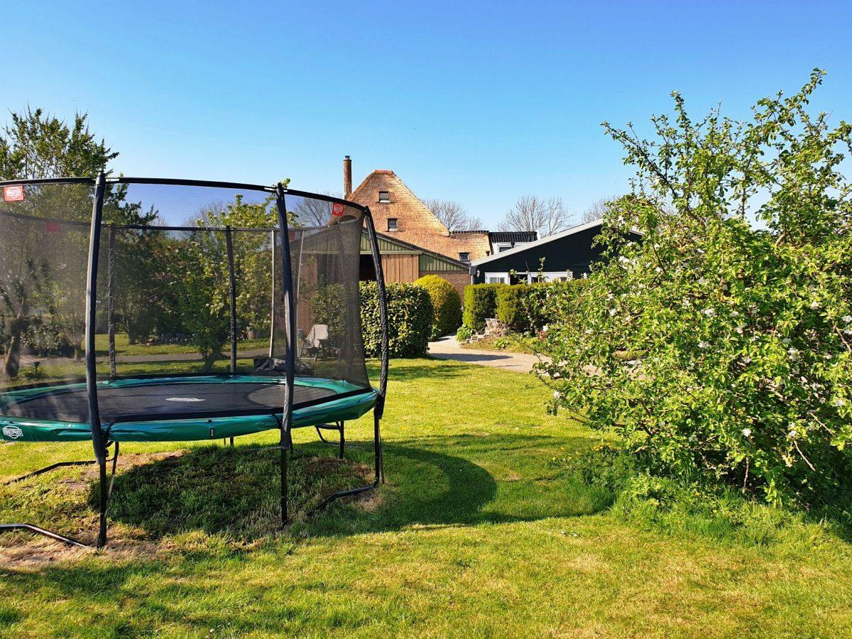 trampoline speeltuin vakantie bed and breakfast hoorn lanormande-06