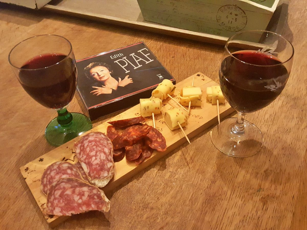 wijnproeverij chansons kaasplankje worstplankje edith piaf lanormande-05